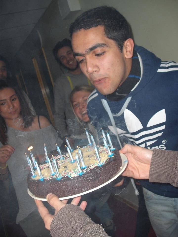 L'anniversaire d'Omar. Feat. my hands holding the cake. :)